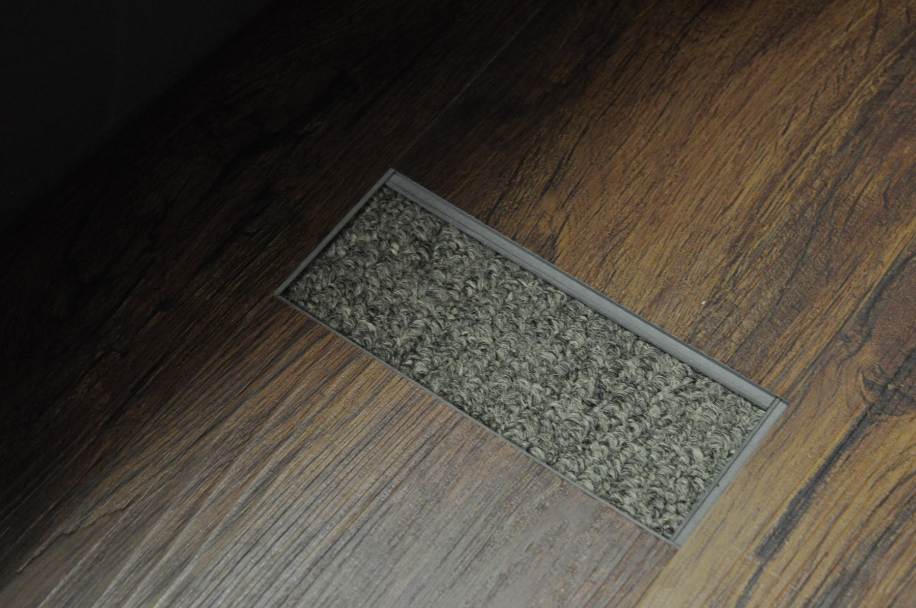 Can You Put Laminate Over Carpet